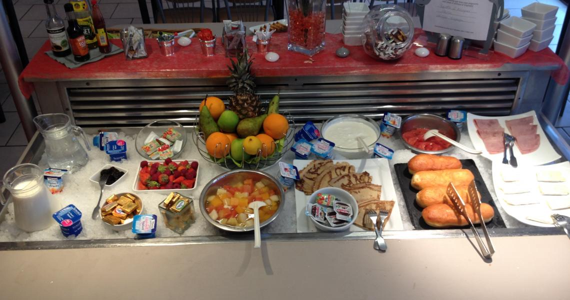Buffet Petit-Déjeuner - initial by balladins - Orléans / Saran