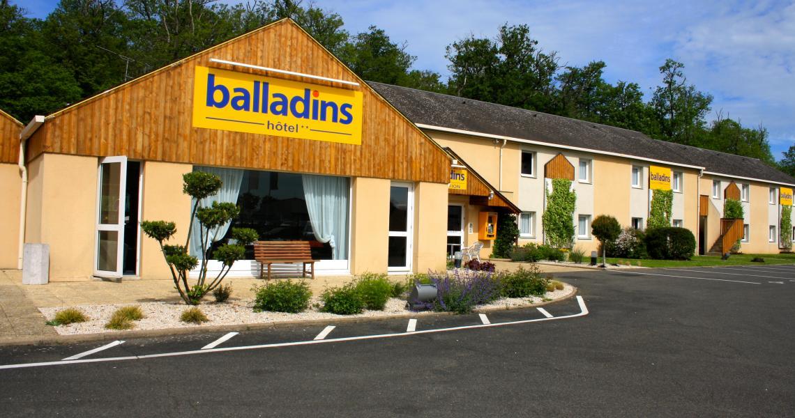 Extérieur & Parking - initial by balladins - Vendôme