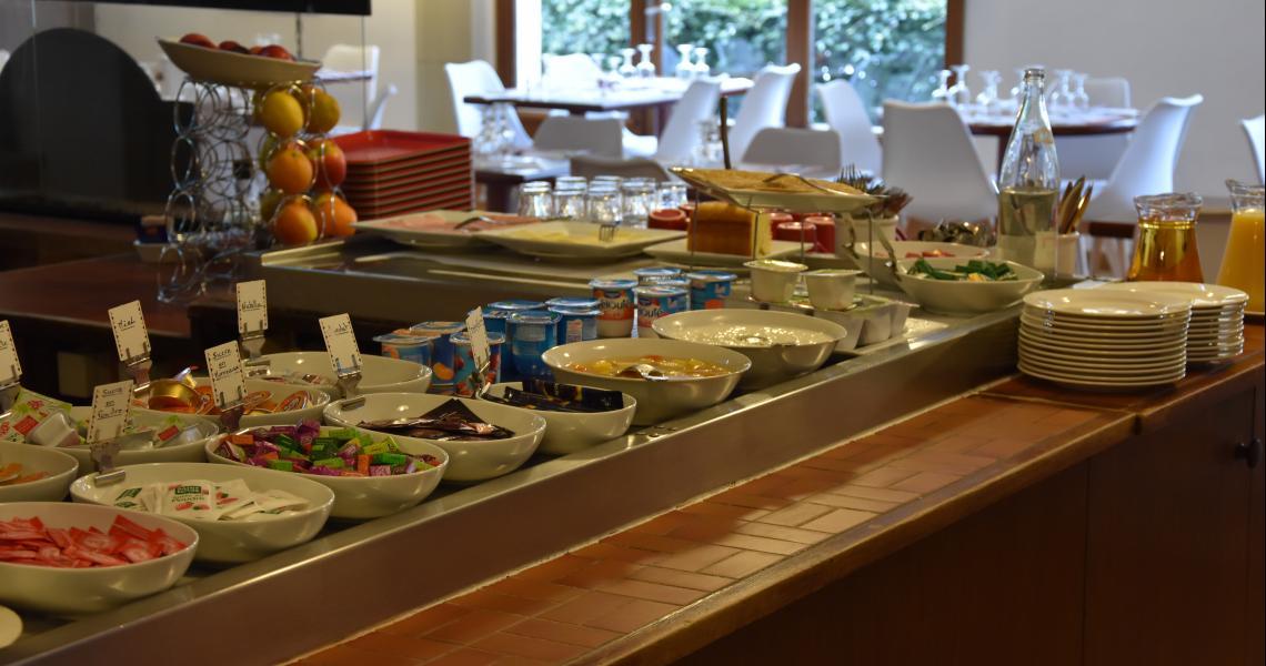 Buffet Petit-Déjeuner - initial by balladins - La Roche-sur-Yon
