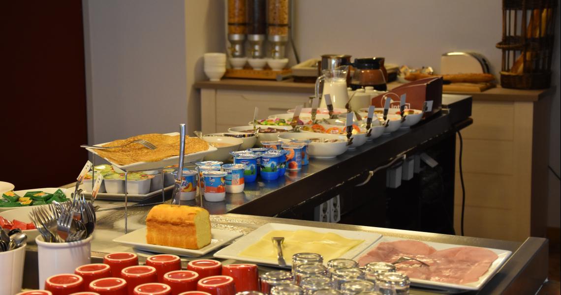 Buffet Petit-Déjeuner - Hôtel balladins La Roche-sur-Yon