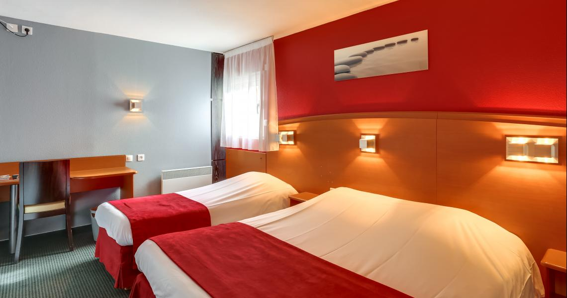 Chambre Triple (1 grand lit + 1 lit individuel) - Hôtel initial Amiens / Longueau by balladins
