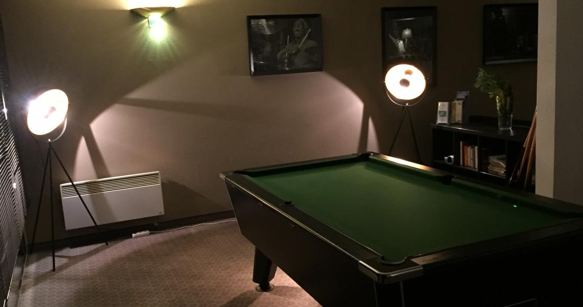 "Billard 1 - authentic by balladins ""Gréoux les Bains - Cadarache"""