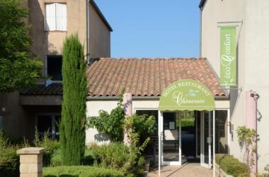 """Exterieur - Hôtel authentic """"Hôtel Gréoux les Bains - Cadarache"""" by balladins"""
