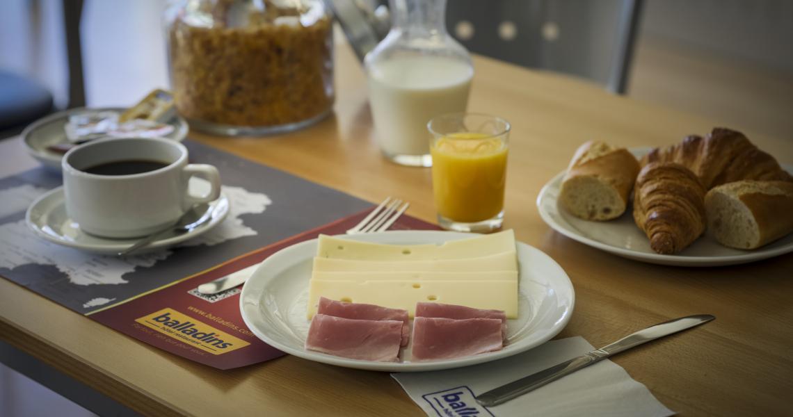 Petit-déjeuner - initial by balladins blois