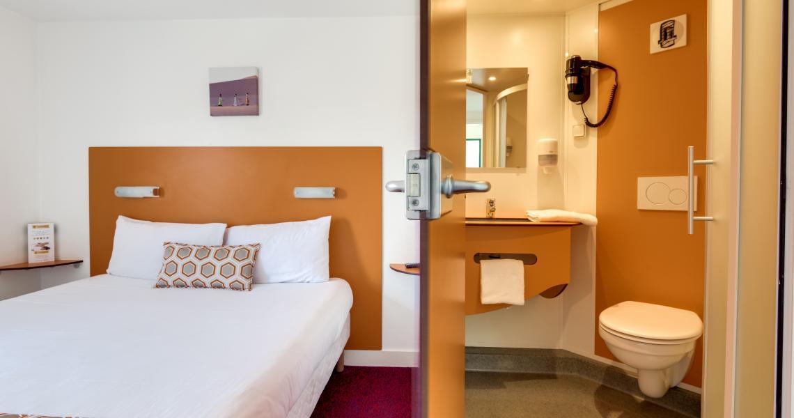 Chambre double  salle de bains 1 - initial by balladins bordeaux eysines
