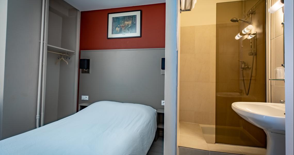 Hotel de la gare chateauroux - chambre  salle de bains