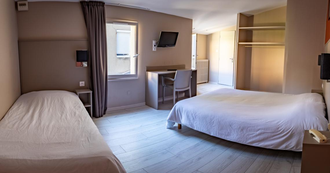 Hotel de la gare chateauroux - chambre triple-2