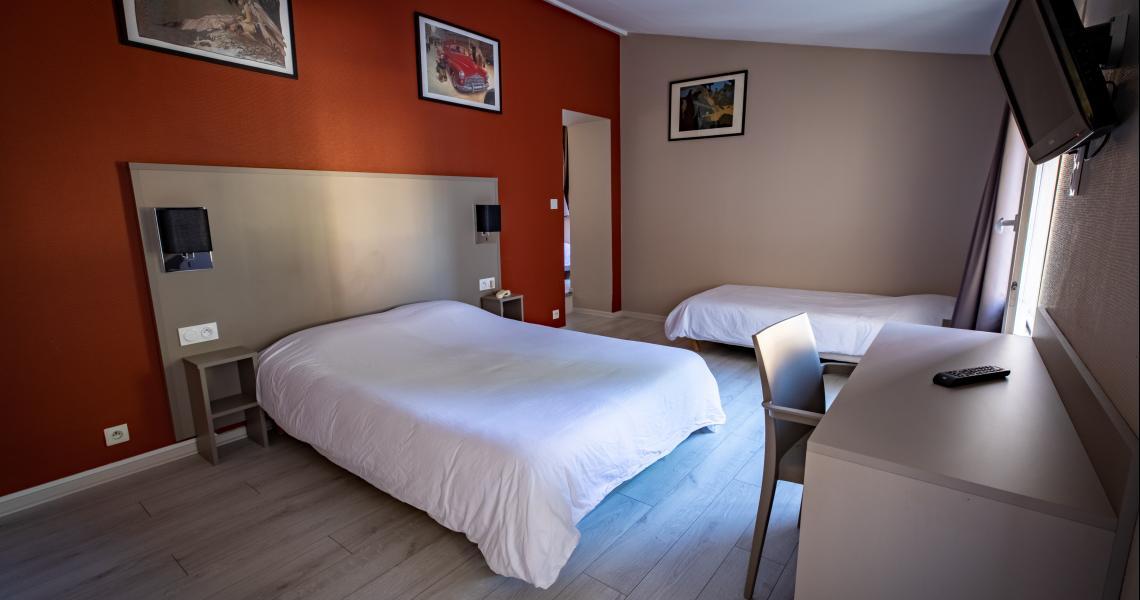 Hotel de la gare chateauroux - chambre triple 1-2