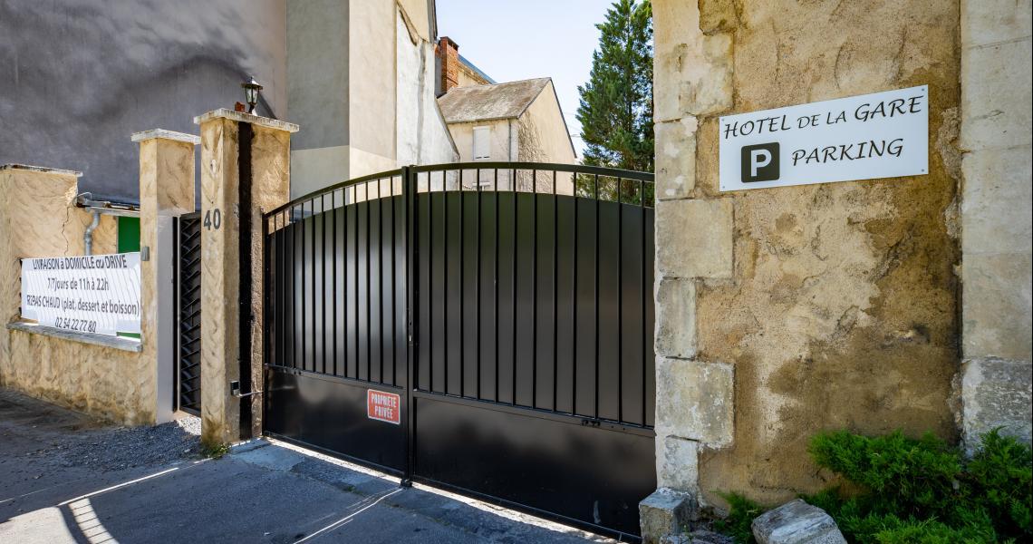 Hotel de la gare chateauroux - entree parking