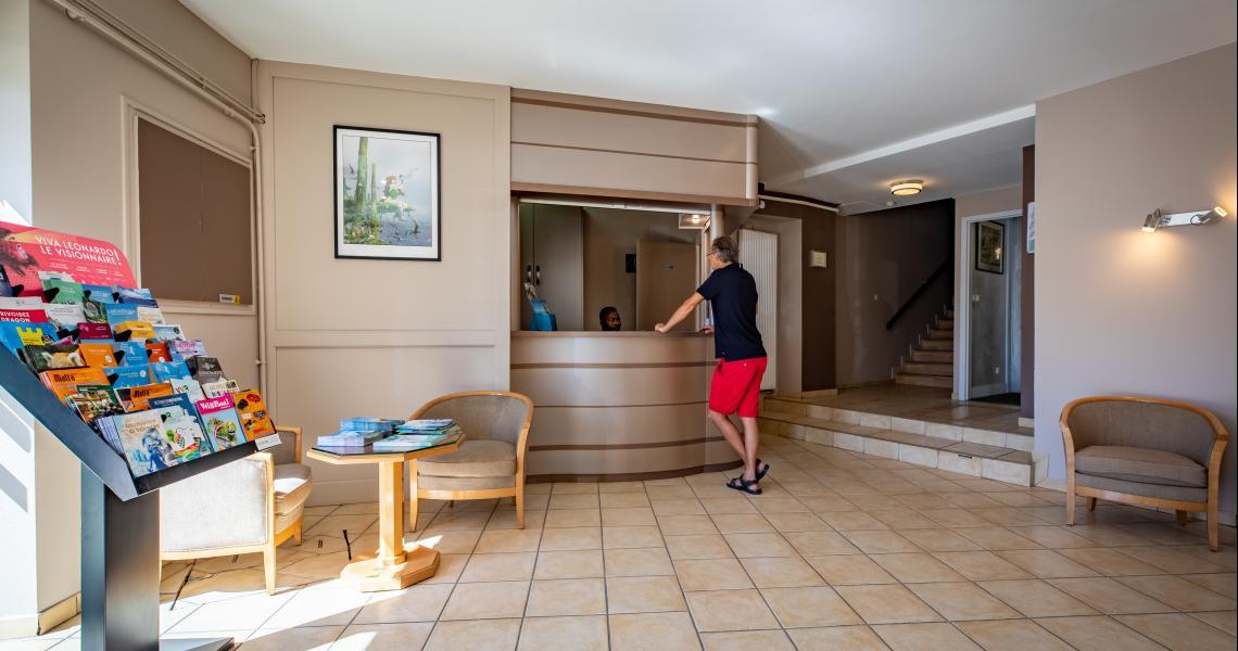 Hotel de la gare chateauroux - lobby reception-2