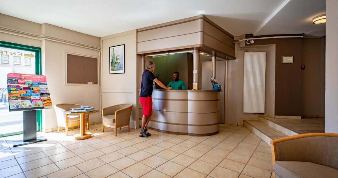 Hotel de la gare chateauroux - lobby reception 1-2