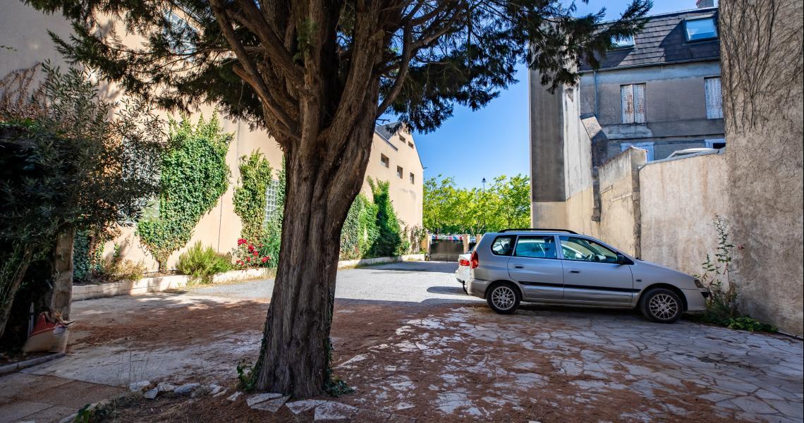 Hotel de la gare chateauroux - parking-2