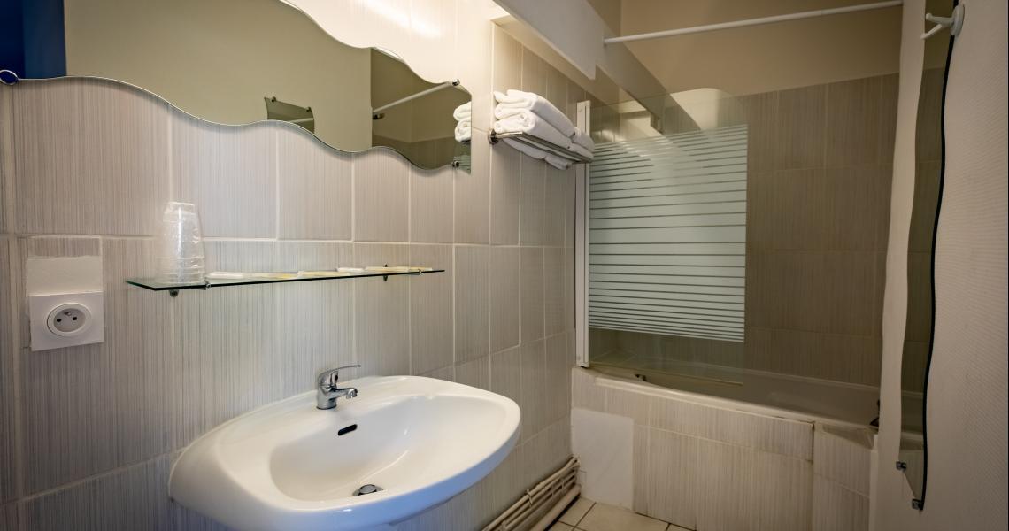Hotel de la gare chateauroux - salle de bains