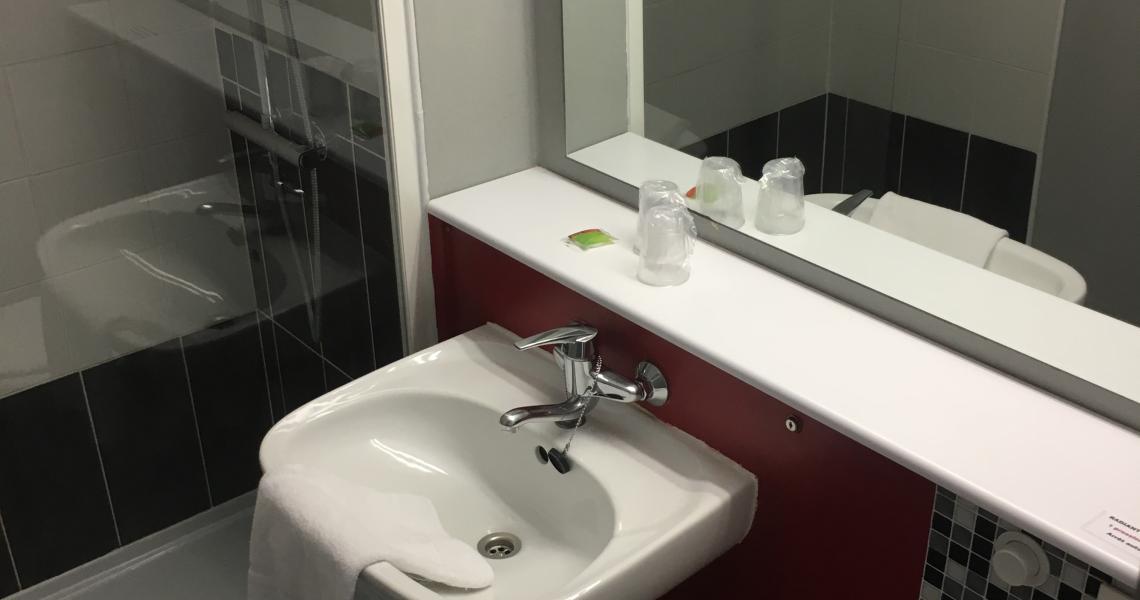 Salle de bains 2 - initial by balladins dieppe