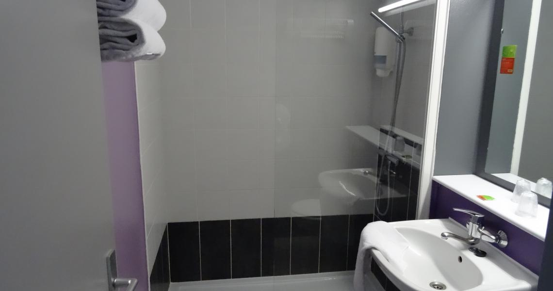 Salle de bains 4 - initial by balladins dieppe