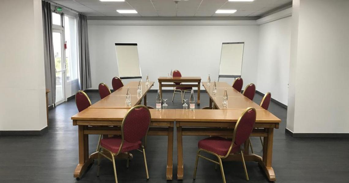 Salle de reunion - initial by balladins dijon nord