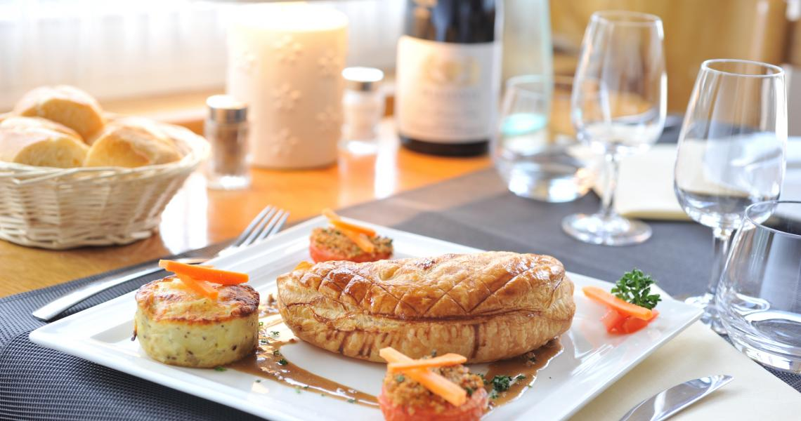 Restaurant - chausson au foie gras - authentic by balladins - Dijon / Marsannay