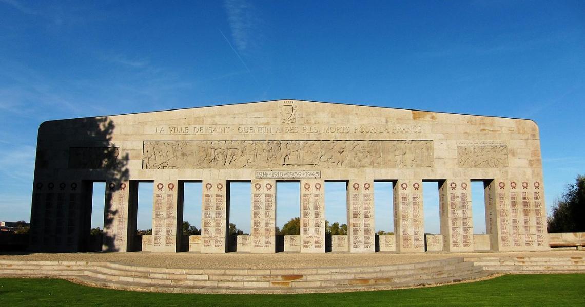 Le monument aux morts de la ville