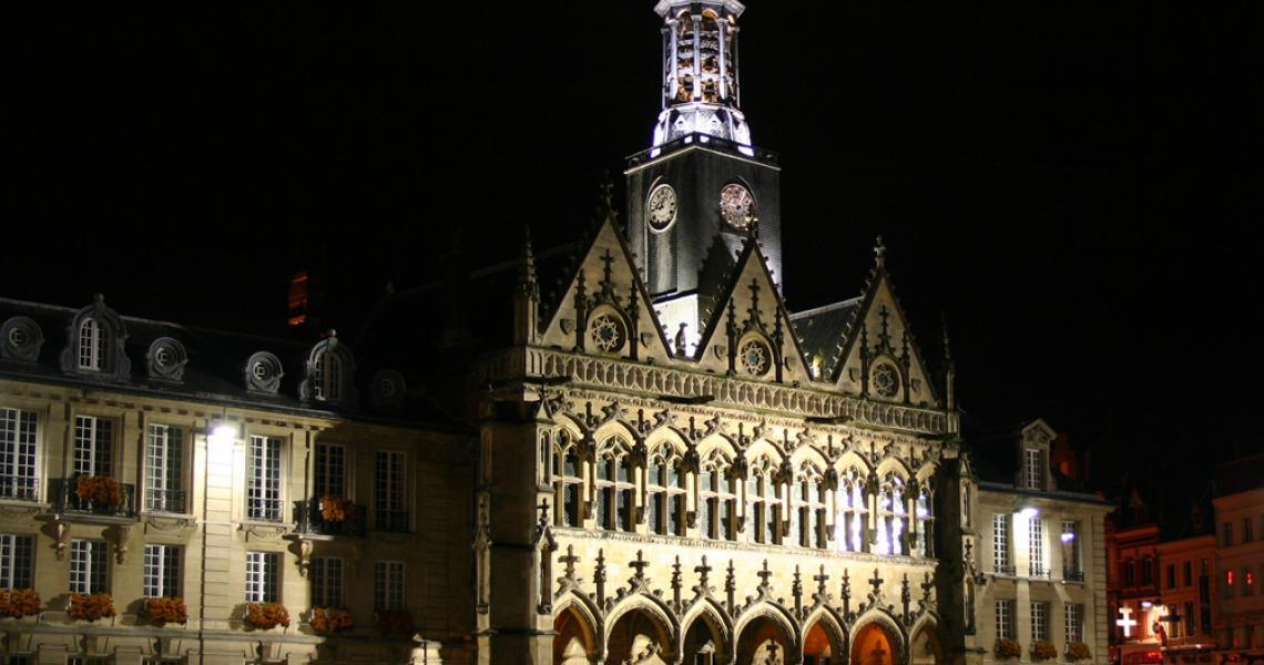 L'hôtel de ville, de nuit