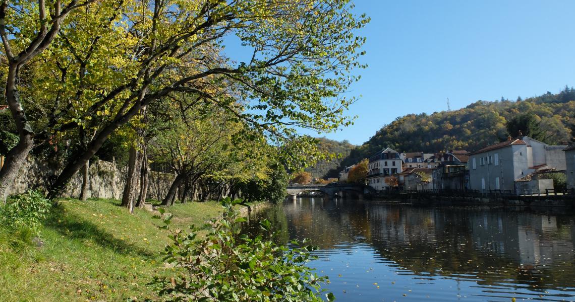 Pont et Aveyron - Crédit photo : OT Villefranche-de-Rouergue