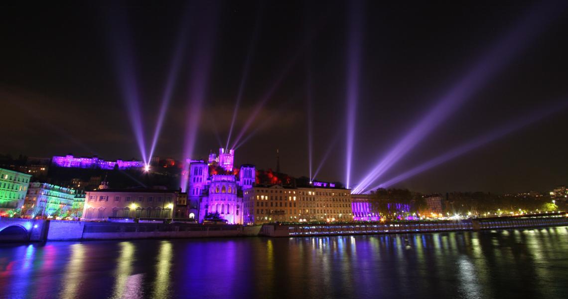 Les quais de Saône et la Cathédrale Saint-Jean au premier plan