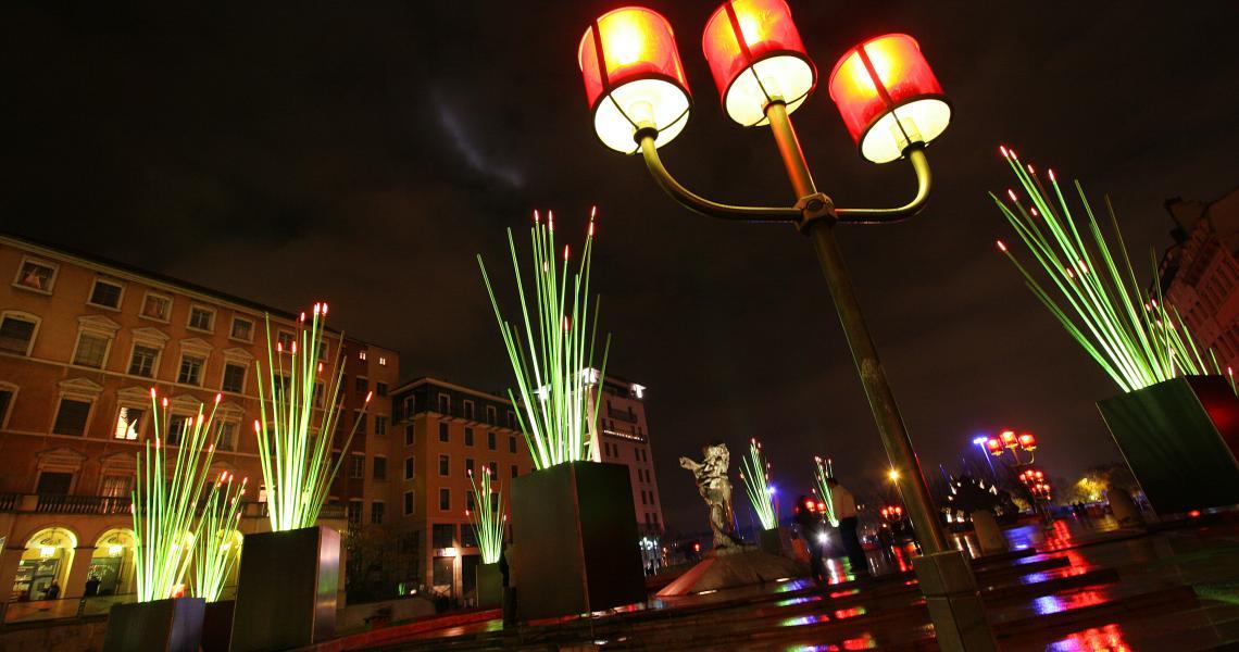 Partout, la ville est illuminée