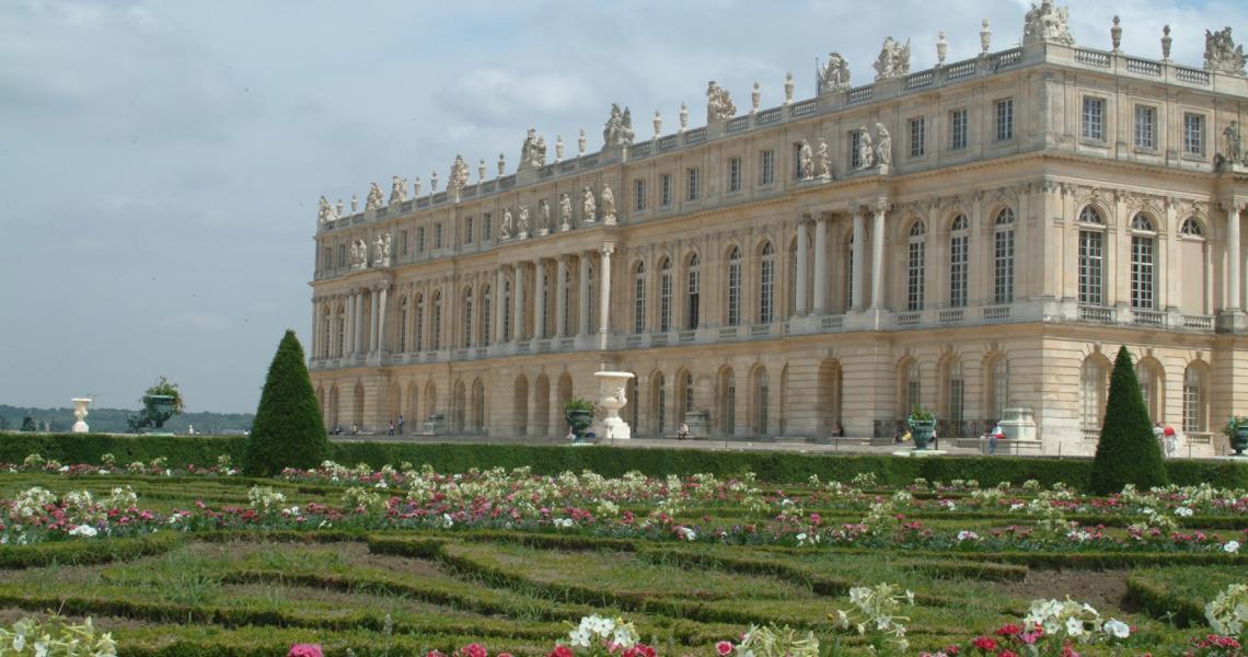 Façade Sud sur les parterres des jardins français