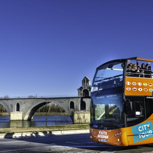 Avignon en bus à arrêts multiples